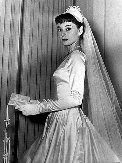 Audrey-Hepburn-con-abito-Fontana-mai-usato
