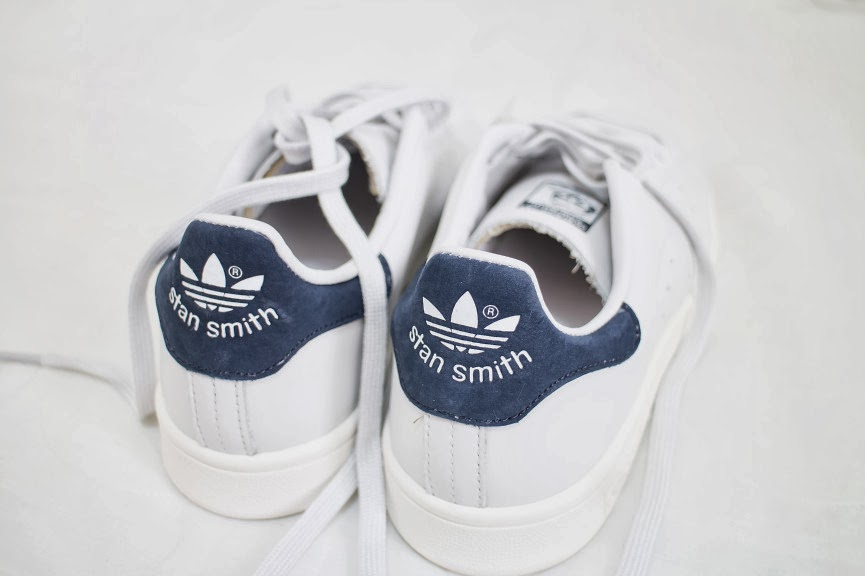 03-fashion-fcuker-judas-lee-adidas-originals-stan-smith-sneakers-street-style-blogger-navy-shoes-2014-re-edition.jpg-865x576
