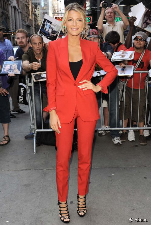 7350-blake-lively-wore-a-bright-red-pantsuit-498x0-2