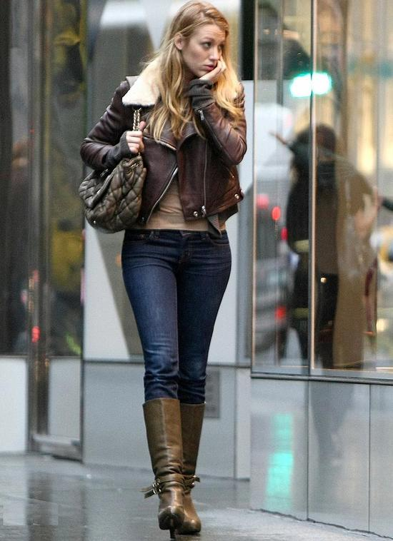 #3893262 EXCLUSIVE... Blake Lively looks to have the rainy day blues today as she shops in New York City, New York on October 27, 2009. Fame Pictures, Inc - Santa Monica, CA, USA - +1 (310) 395-0500