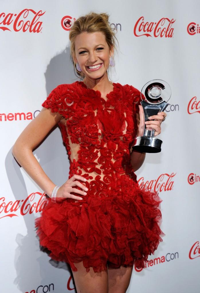 Red-Carpet-Dresses-Custom-Made-Appliques-Ruched-Cap-Sleeve-Amazing-Blake-Lively-Short-Celebrity-Dresses