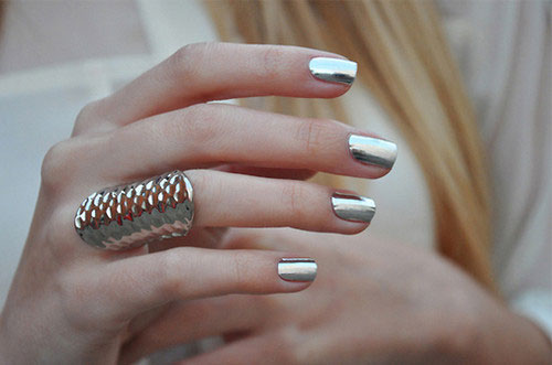 Smalto-unghie-colore-metallico-colore-silver-2016-autunno-inverno