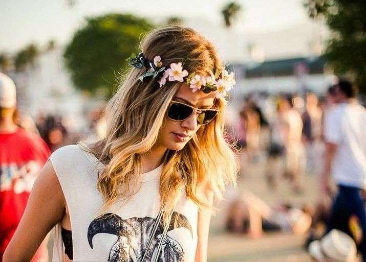 corona-di-fiori-e-capelli-mossi-a-coachella